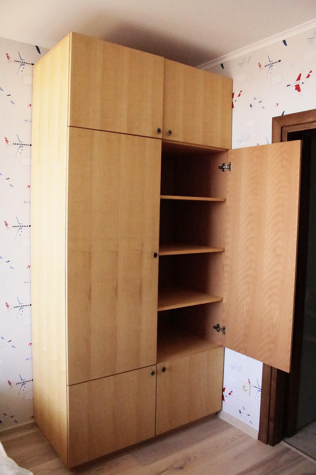 Шкаф одежный из мебельного щита