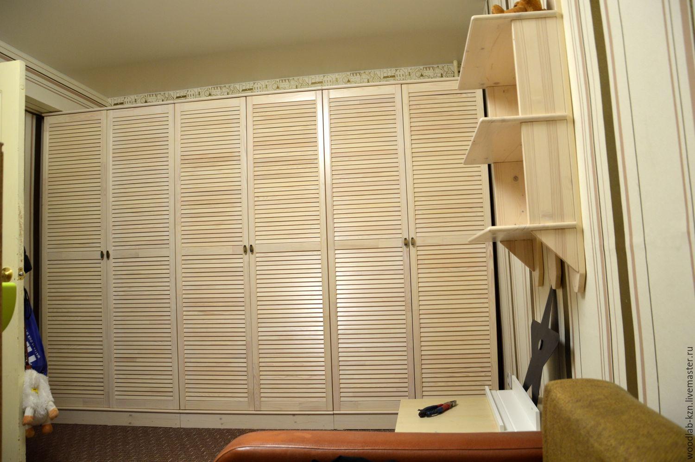Шкаф в детскую комнату из трех модулей и подвесная полка