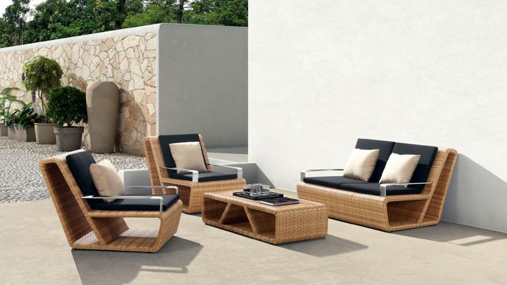 Сад с мебелью