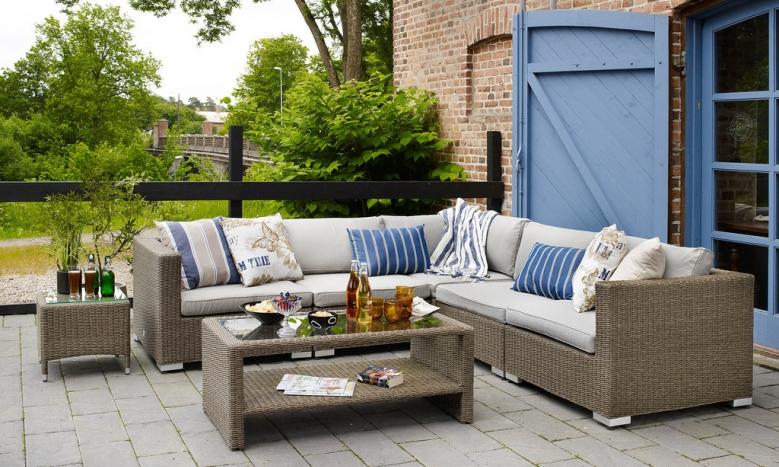 Садовая мебель, созданная из практичного ротанга