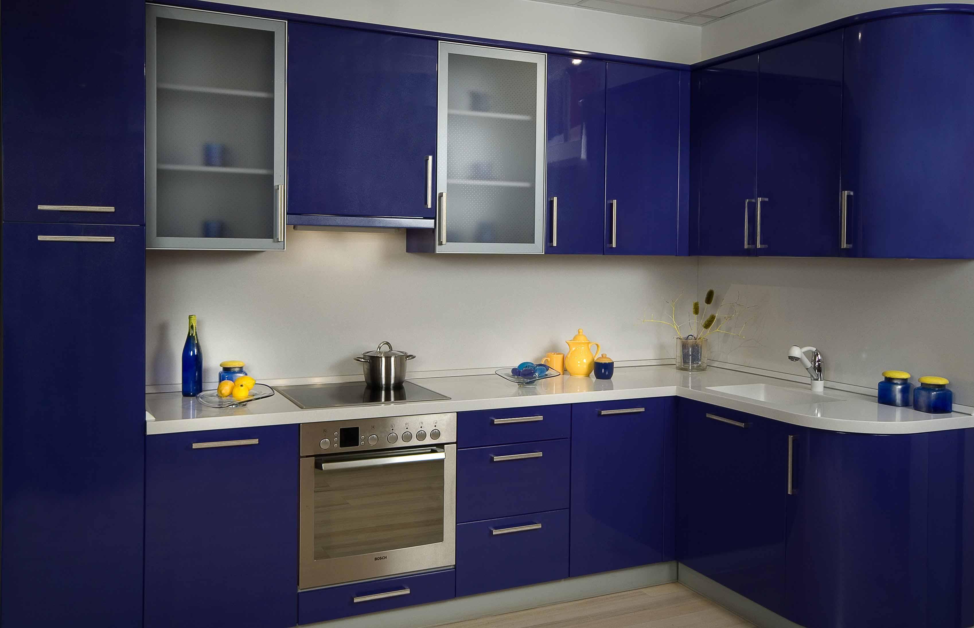 Синие гарнитуры корпусной мебели для кухни