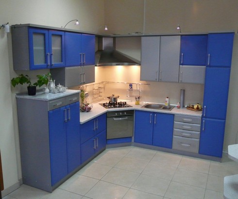 Синие угловые кухни