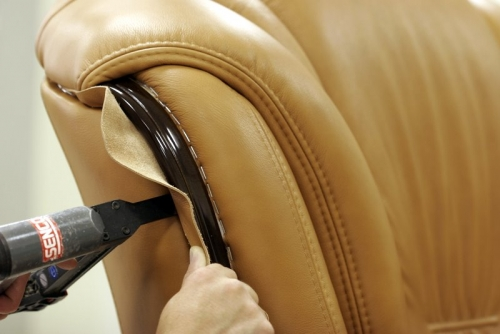 Снятие обивки мебели