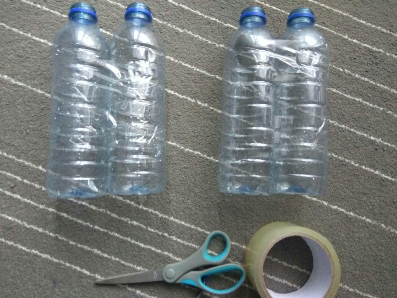 Соединяем бутылки скотчем