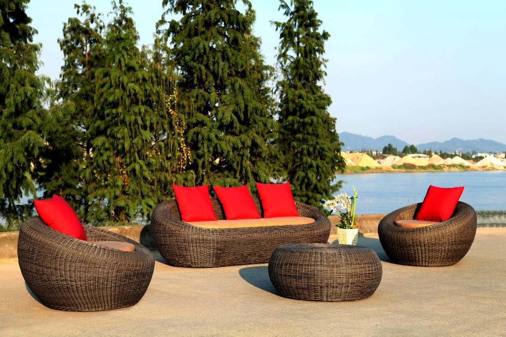 Современная мебель на основе ротанга для сада