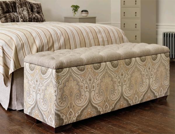 Современная мягкая мебель в спальне