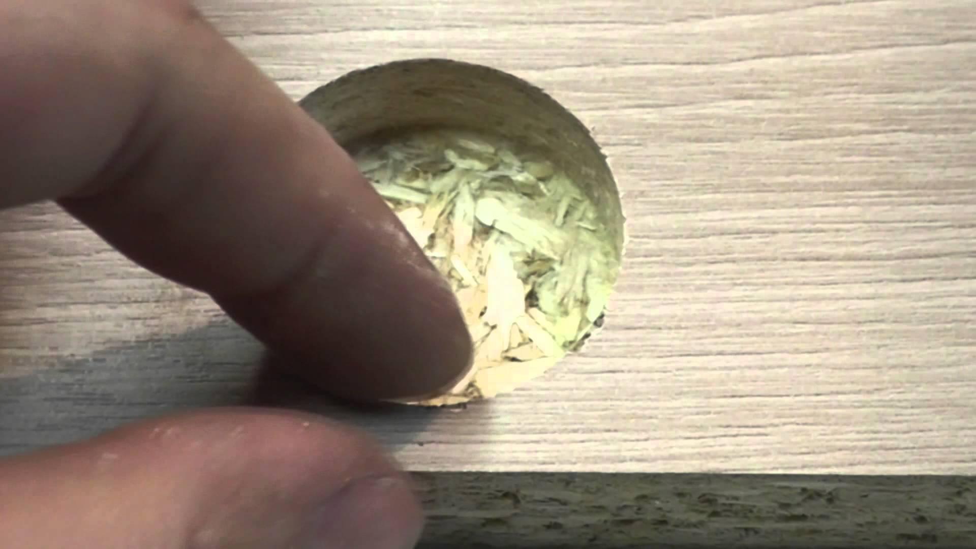 Создаем отверстие для установки мебельных петель