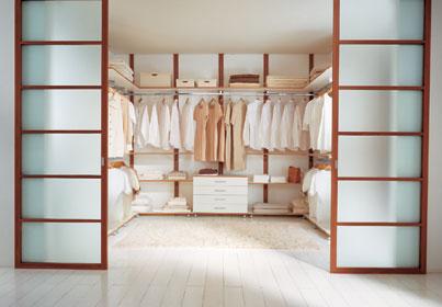 Стеклянная дверь для гардеробной