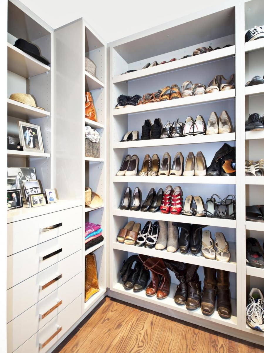 Стеллажи для гардеробной комнаты помогут вам сэкономить пространство