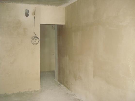 Стены нужно ошпаклевать