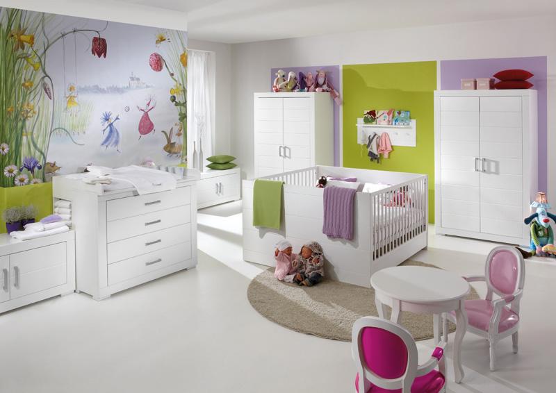Стильная мебель белого цвета для детской