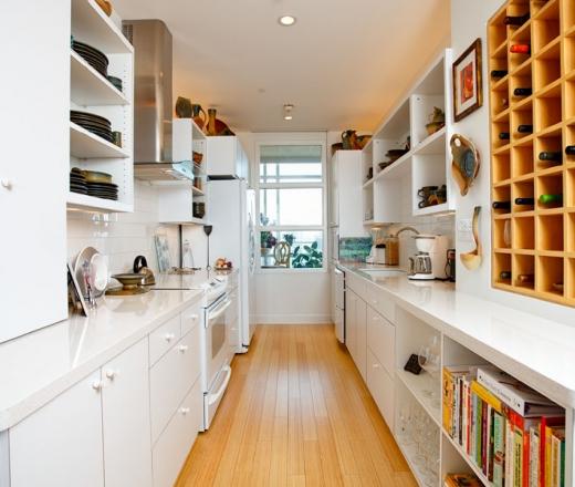 Стильная мебель на кухне в две линии
