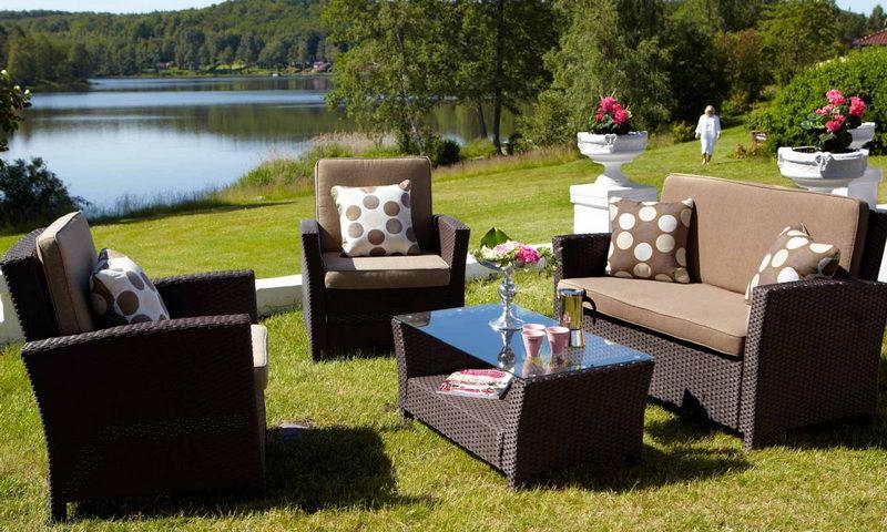 Стильная садовая мебель из ротанга