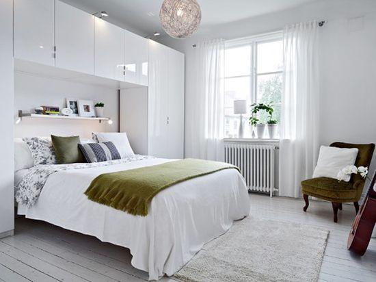 Стильная встроенная мебель в спальню