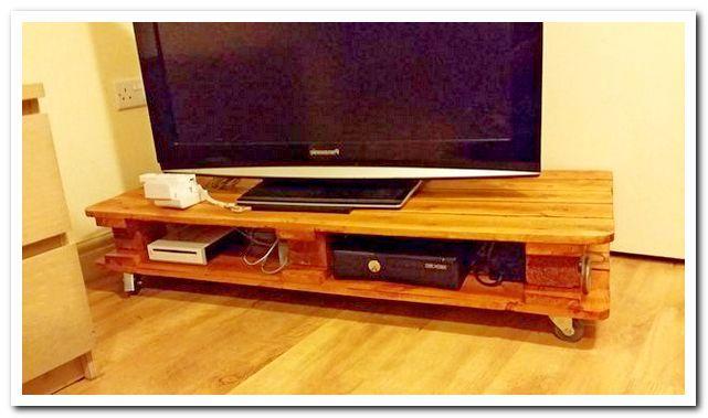 Стильный стол под телевизор