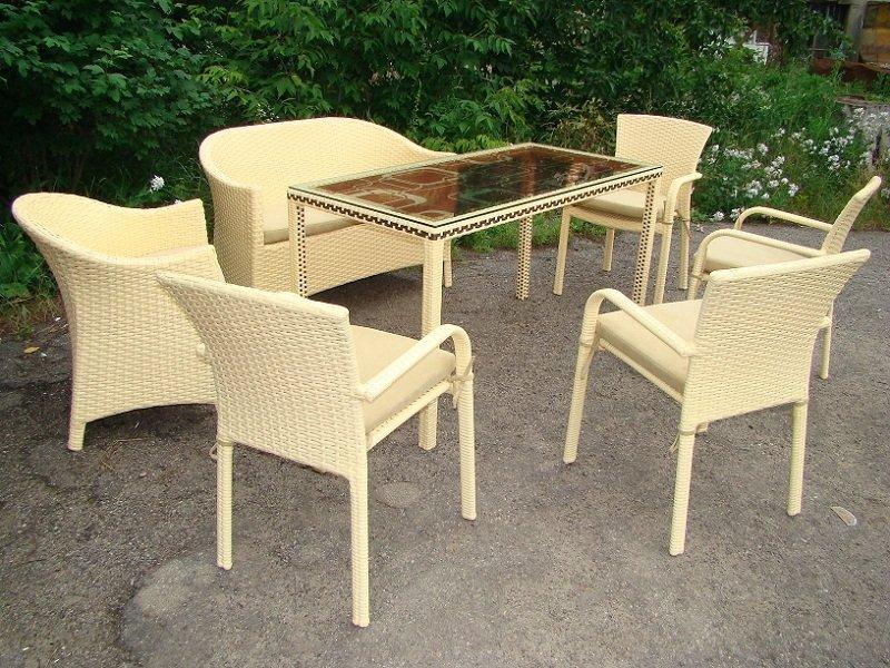 Светлая плетеная мебель из ротанга