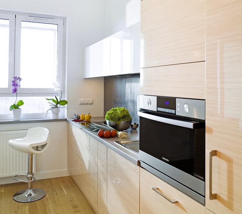 Светлая мебель для оформления кухни