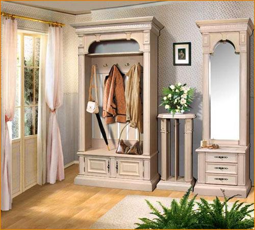 Светлая мебель для прихожей классического стиля