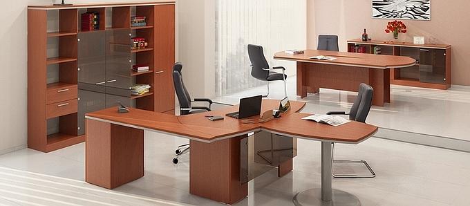 Светлая мебель для руководителя