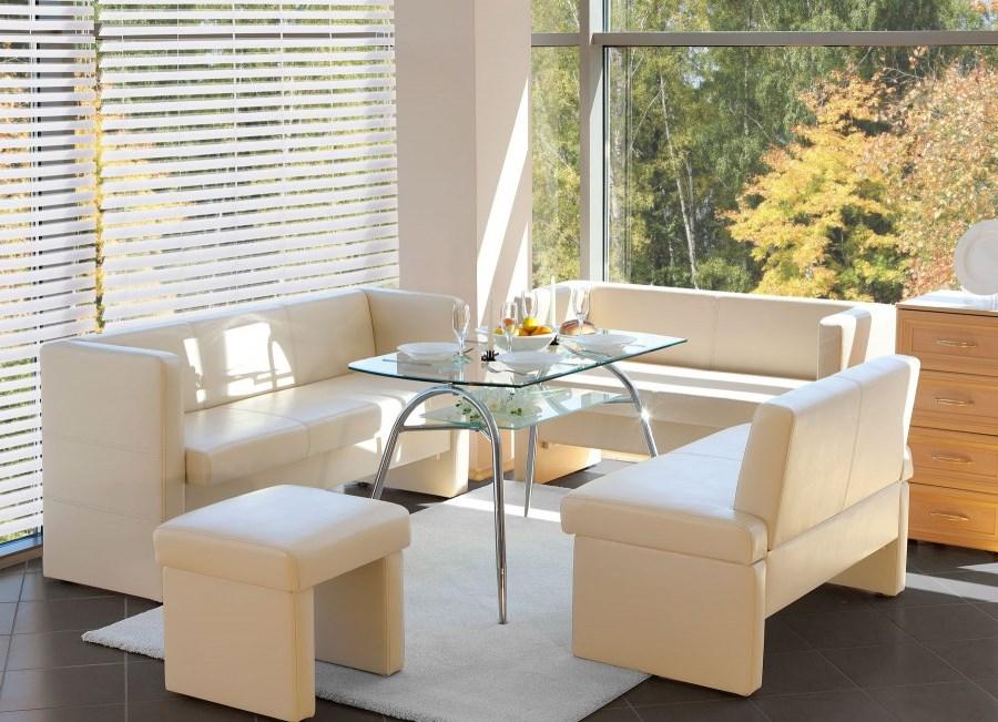 Светлая мягкая мебель в кухню