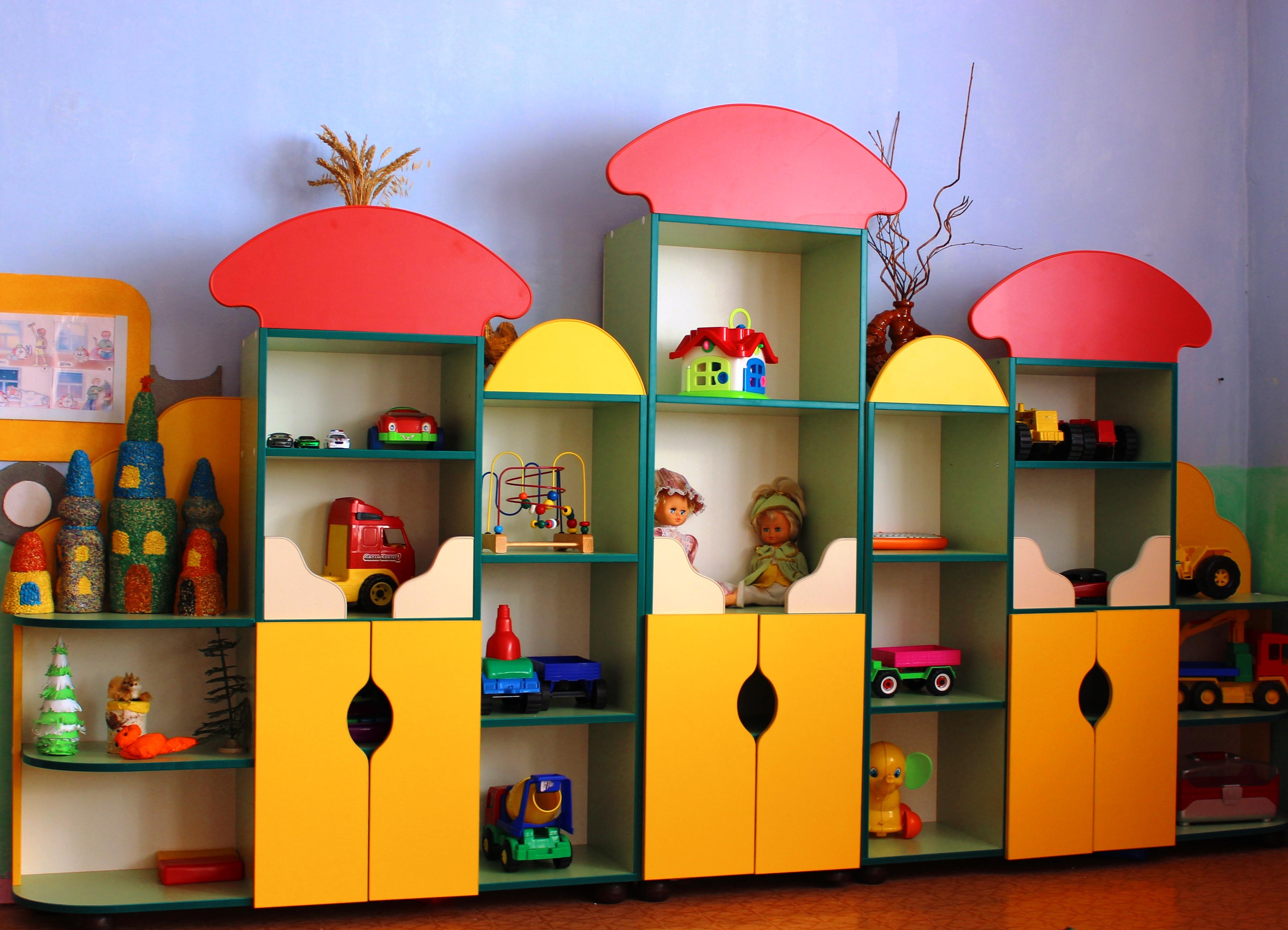 Цветная мебель в детский сад