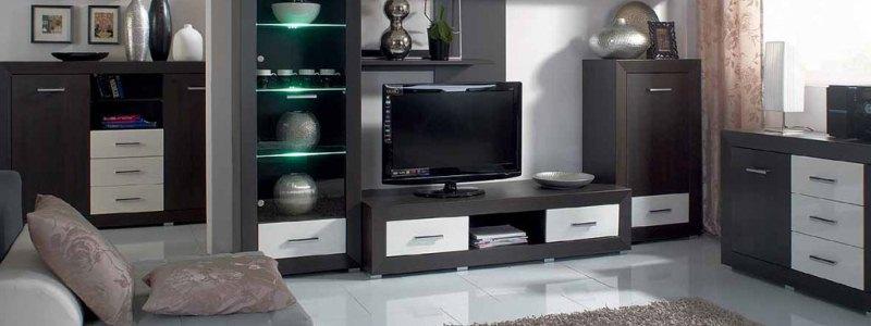 Темная корпусная мебель для оформления гостиной