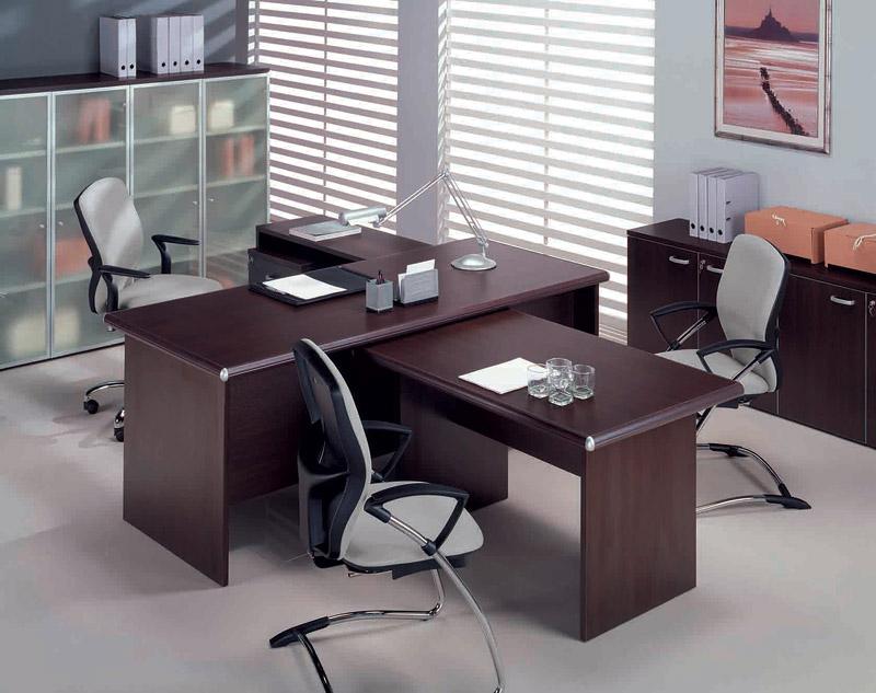 Темная мебель для руководителя