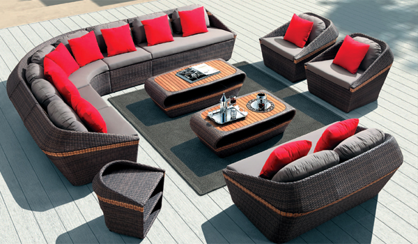 Темная садовая мебель из искусственного ротанга