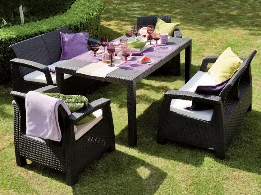 Темная садовая мебель на основе ротанга