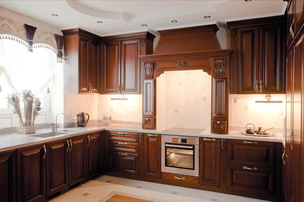 Темный фасад кухонной мебели