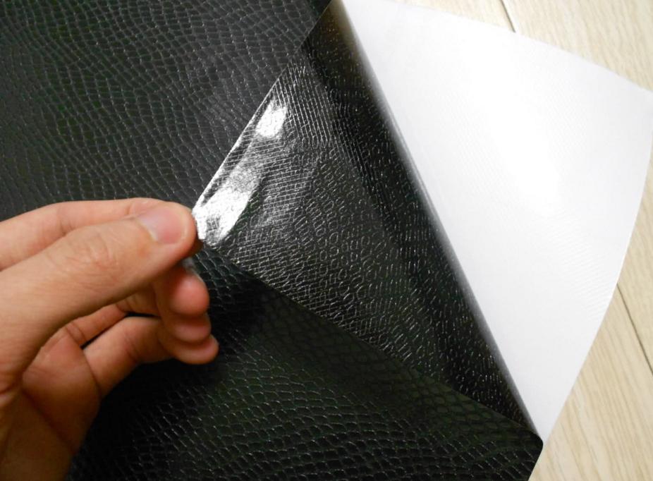 Темный оттенок мебели с помощью пленки на основе винила
