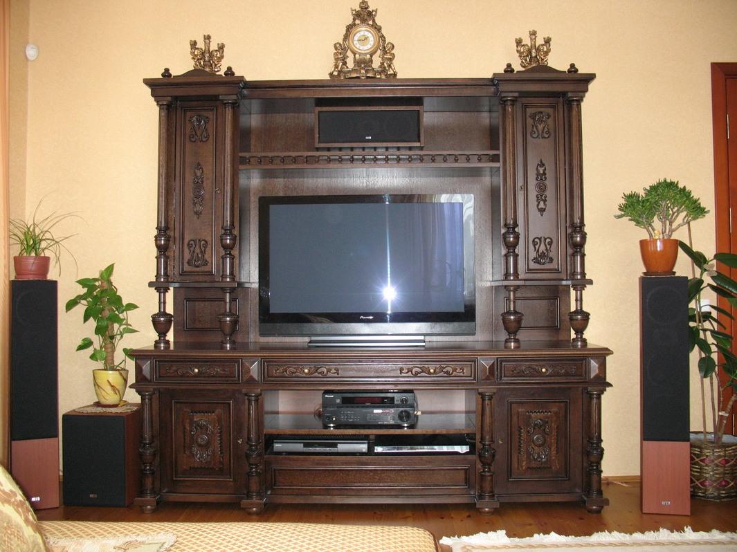 Темный шкаф под телевизор