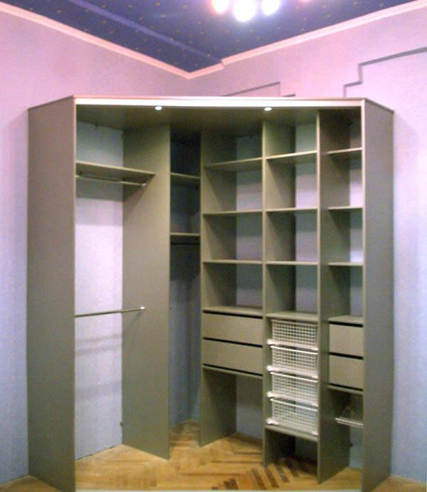 Трапециевидная гардеробная комната