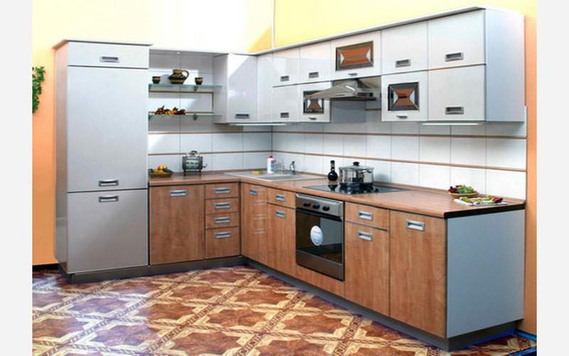 Удобная Г образная мебель на кухне