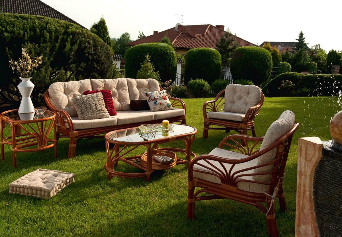 Удобная мебель для обустройства сада