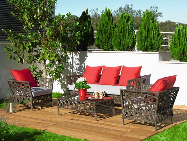 Удобная мебель на основе пластика для оформления сада