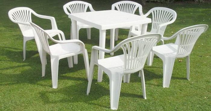 Удобная мебель на основе пластика для сада в белом цвете