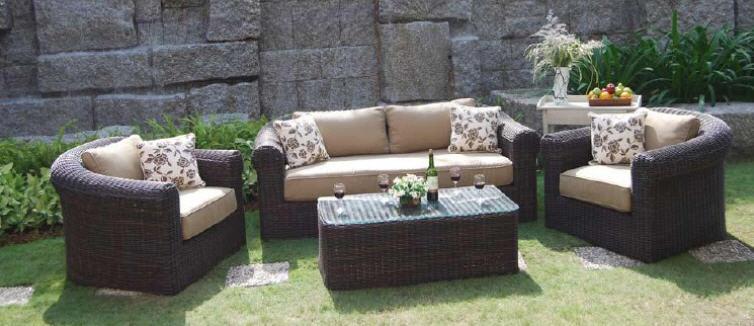 Удобная садовая мебель на основе ротанга