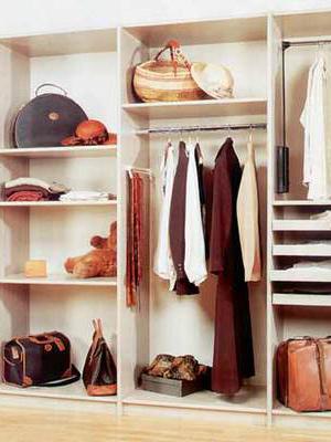 Удобное гардеробное помещение для дома
