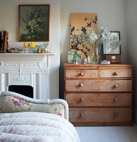 Удобный комод в спальне