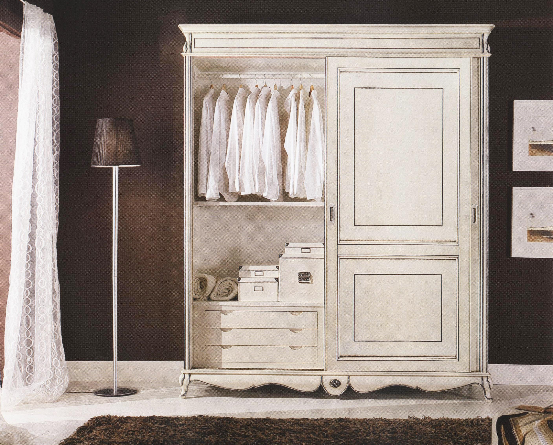 Удобный шкаф для спальни в стиле прованс