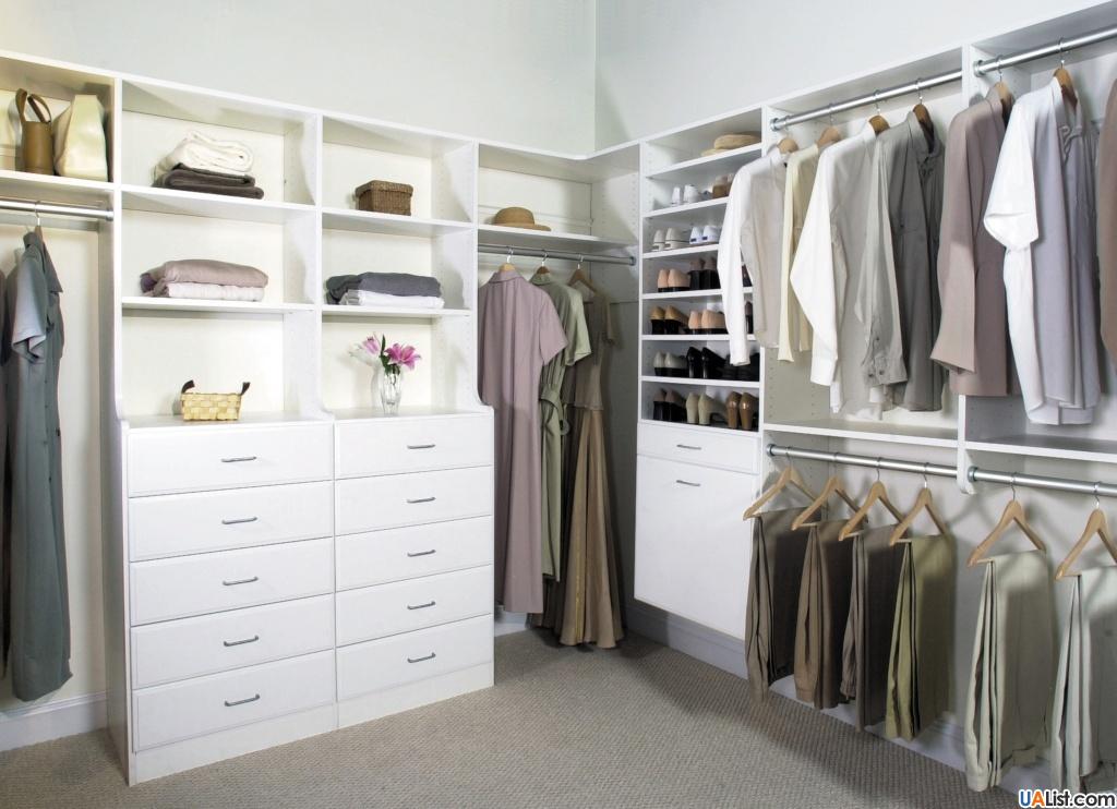 Угловая гардеробная для женщин с удобным наполнением
