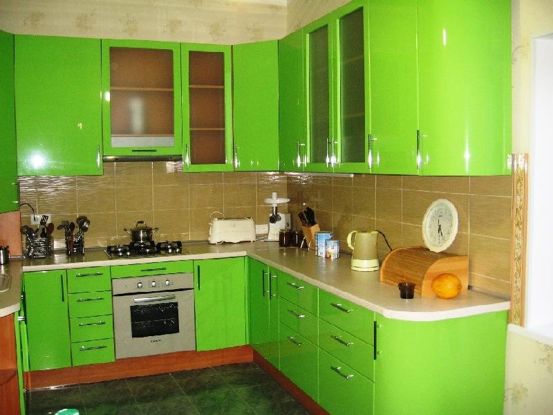 Угловая кухня с пластиковым покрытием