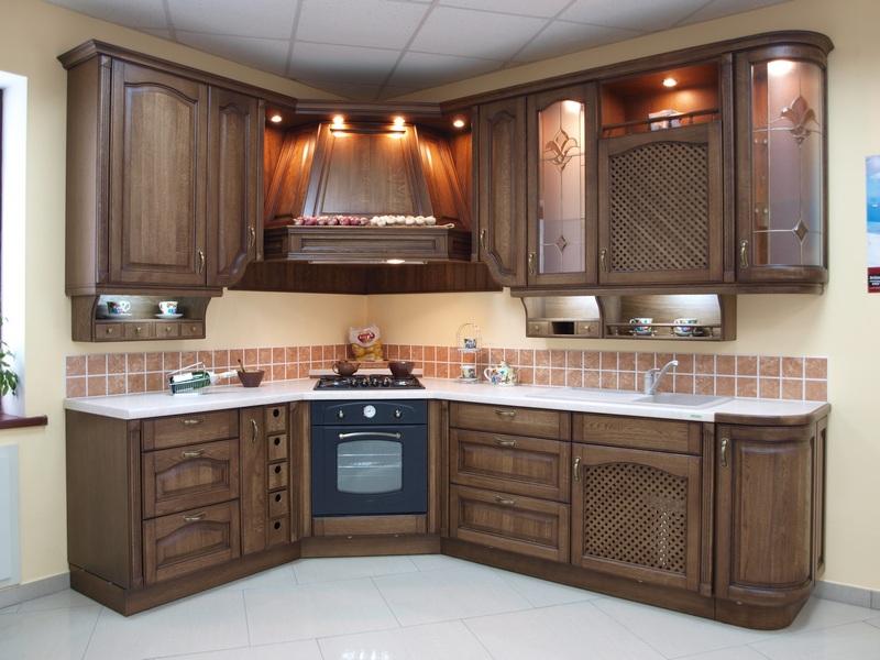 Угловая конструкция в кухню
