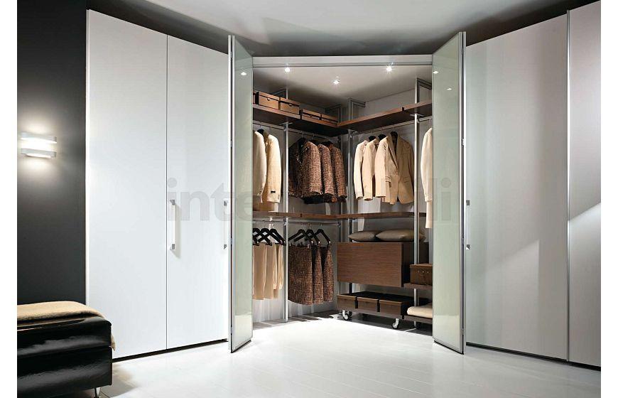 Угловая современная гардеробная