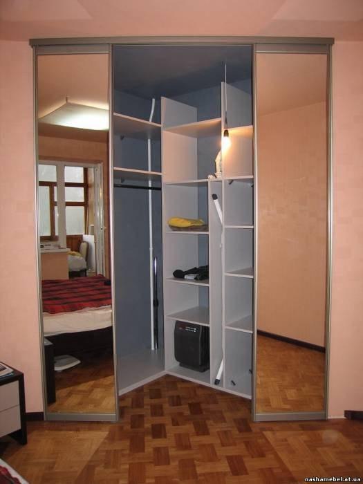 Угловая триугольная гардеробная комната