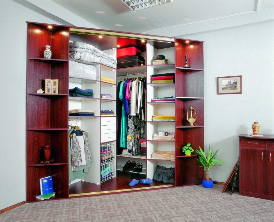 Угловой тип современного гардероба