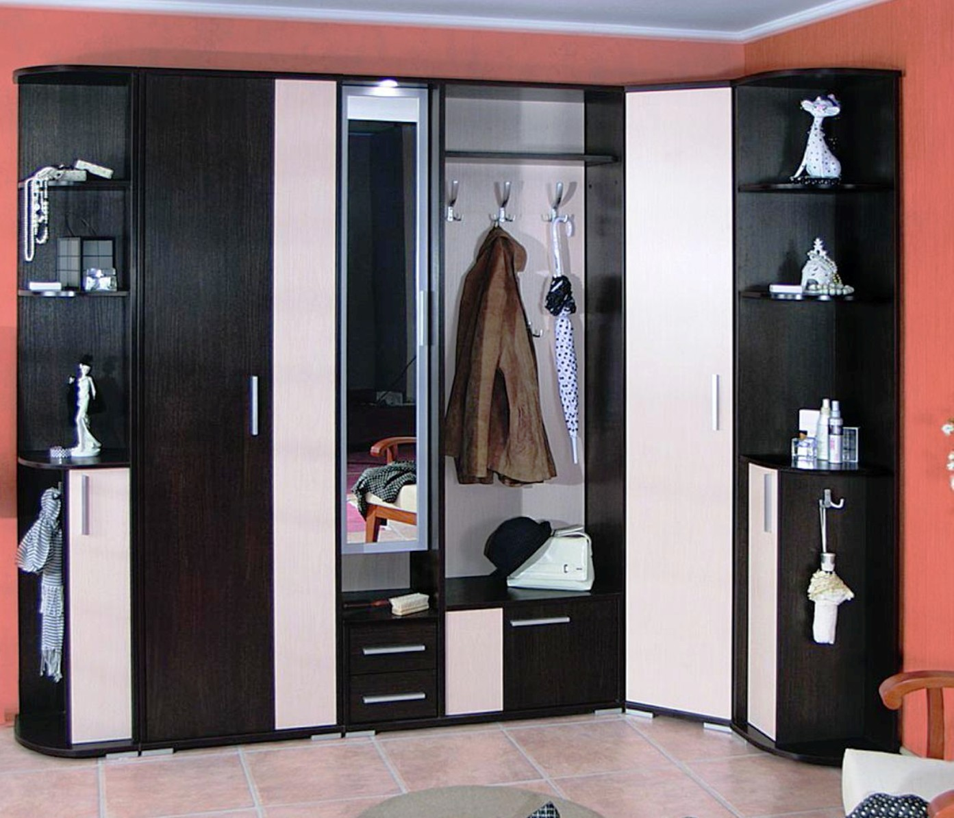 Украшение поверхностей в небольшой комнате