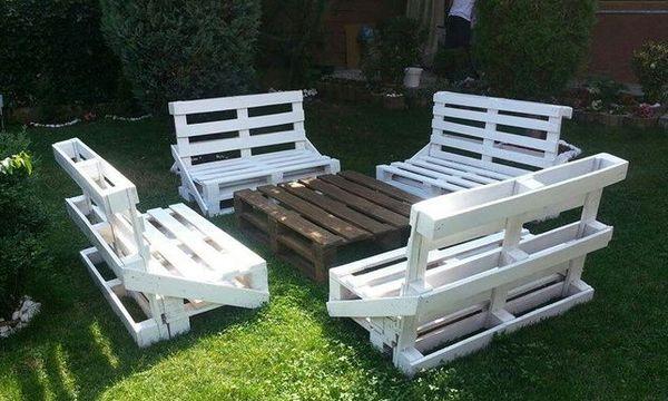 Уличная белая мебель
