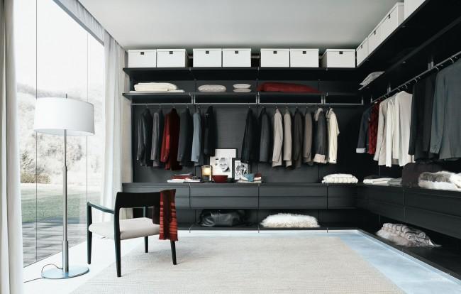 В панельной гардеробной нет перегородок, а все линии параллельные